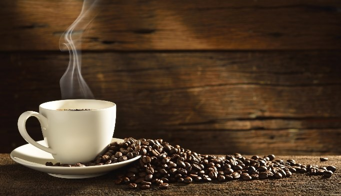 Moderate coffee consumption could reduce the risk of Alzheimer's disease.
