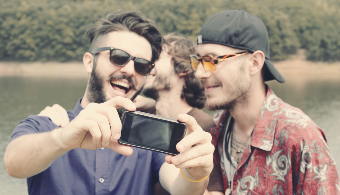 Selfies Linked to Narcissism, Psychopathy