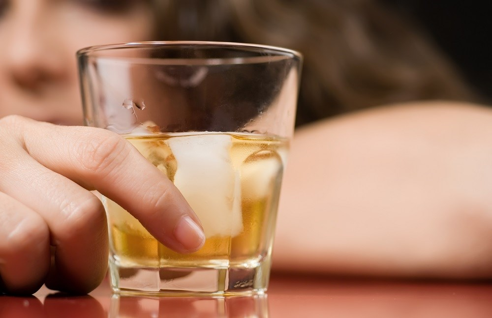 Chronic Alcohol Use Disorder Symptoms Occur Regardless of Social Status