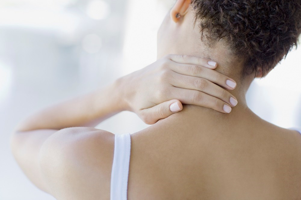 The age at onset of mental disorders was examined with chronic back/neck pain.