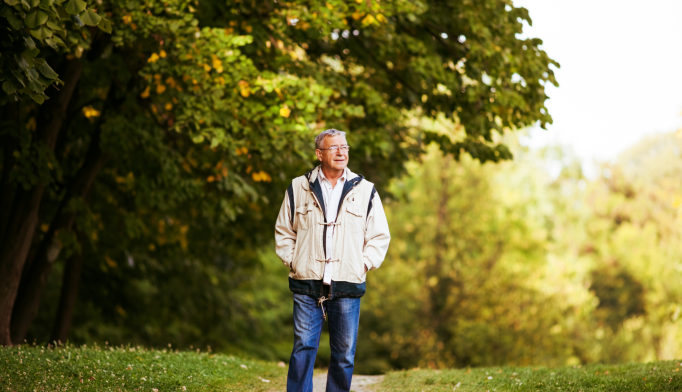 Slow Walking Speed May Signal Onset of Alzheimer's
