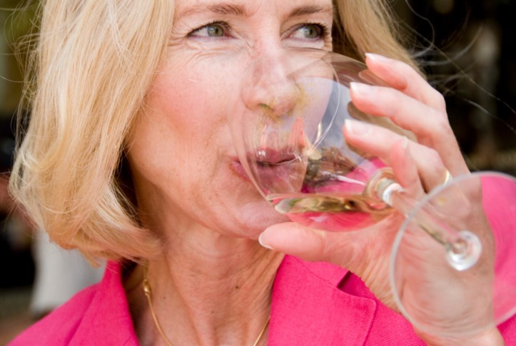 Moderate Drinking May Reduce Mortality in Early-Stage Alzheimer's