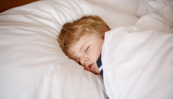An association was found between sleep quality and next-day pain intensity in children undergoing major surgery.