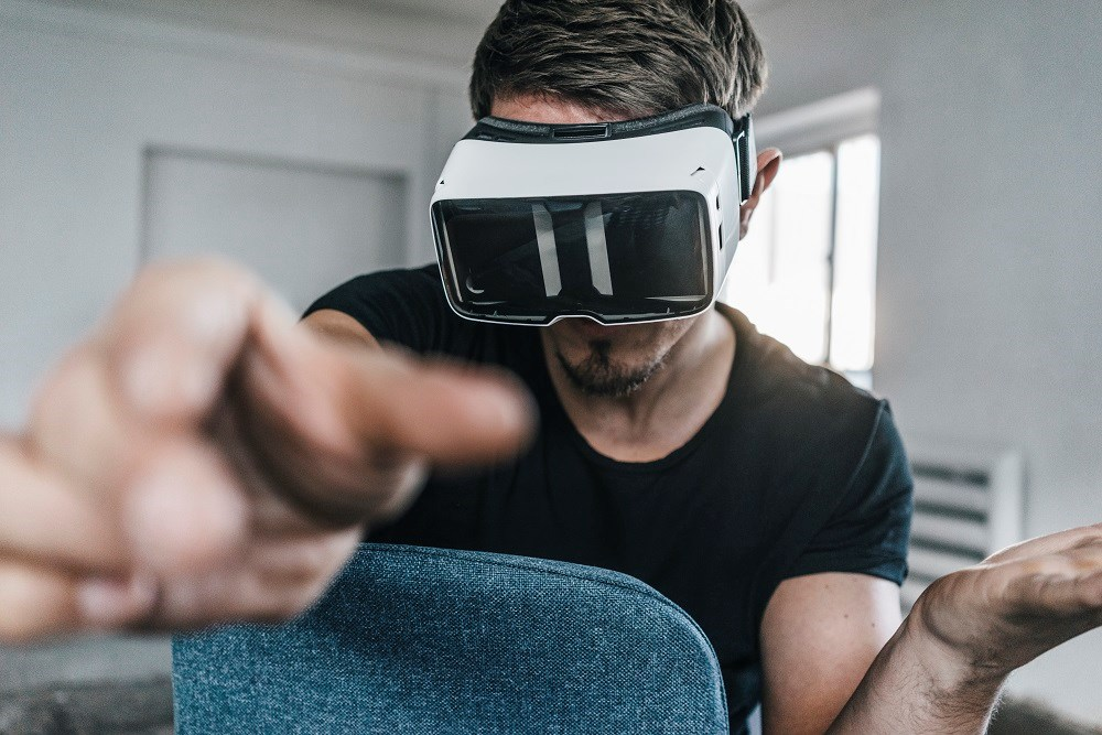 Adding virtual reality-based CBT to standard of care may reduce paranoid ideation and anxiety in patients with psychotic disorders.