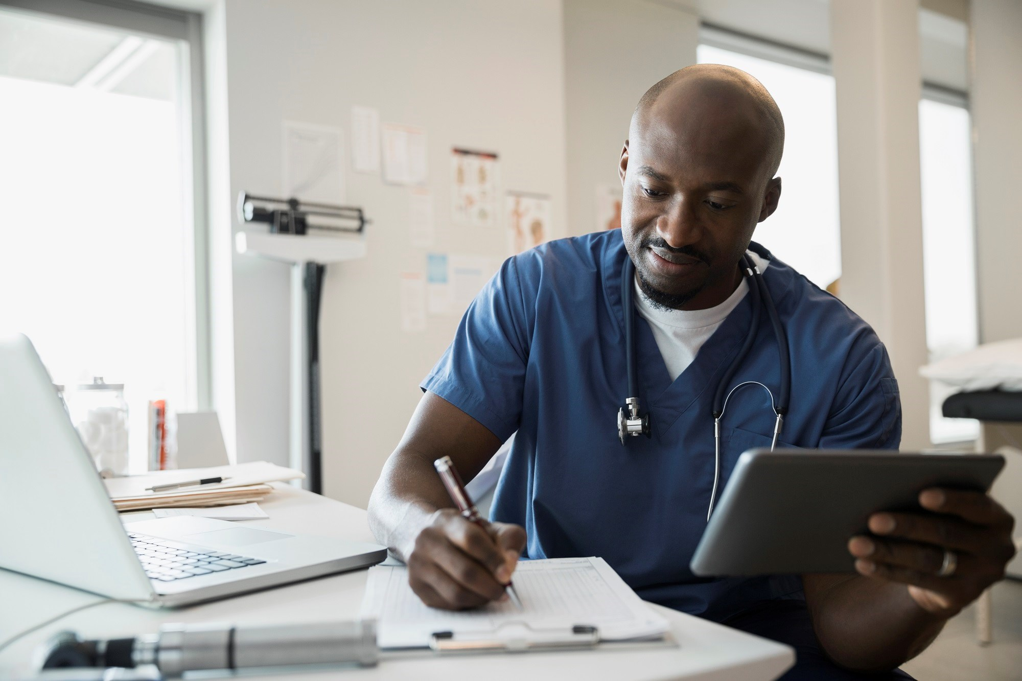 The AMA is calling on medical schools and residency programs to incorporate electronic health record training into their curricula.