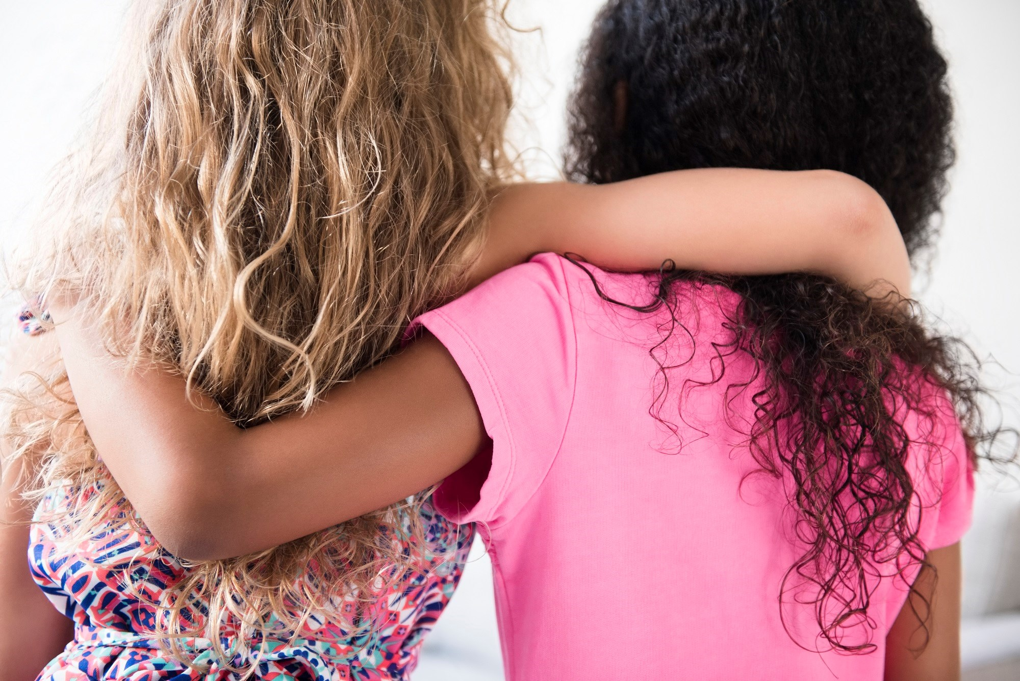 Individuals with high levels of childhood adversity had decreased family and friend support, which suggests that high levels of childhood adversities harm the ability to form social networks.