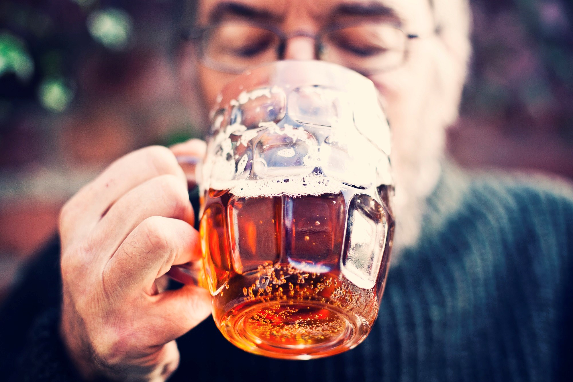 The incidence of substance disorders related to alcohol and other substances was increased for older men with an onset of bipolar disorder prior to age 60.