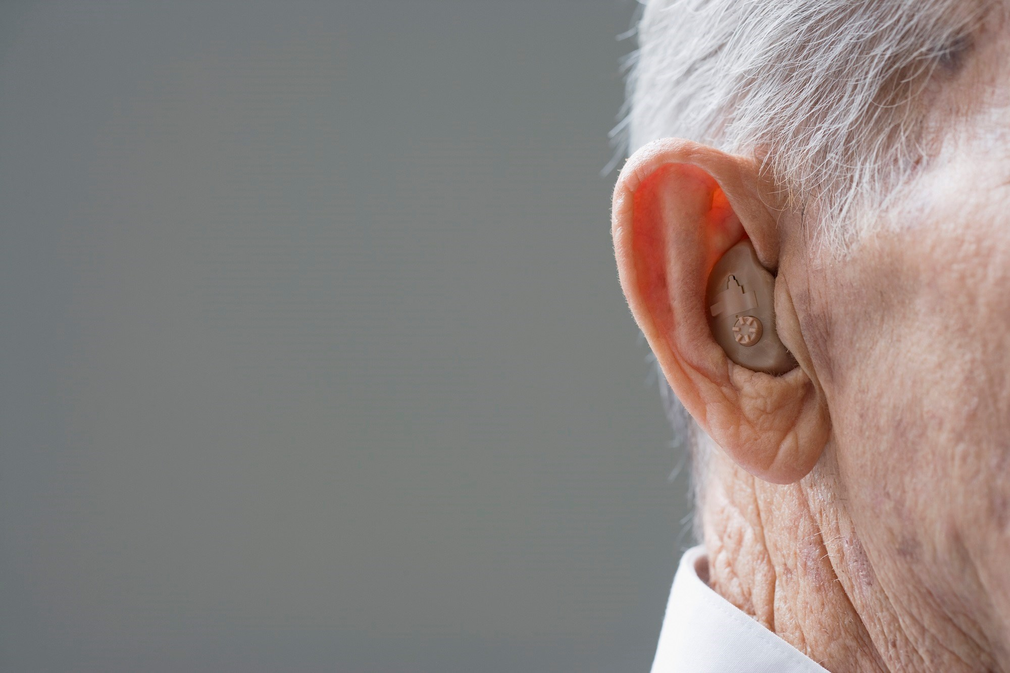 The odds of having clinically significant depressive symptoms increased approximately 45% for every 20-dB increase in hearing loss.